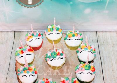 gâteau personnalisé fille bébé anniversaire fête jade cake brabant wallon pâte à sucre (1)